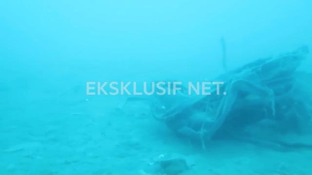 Vật thể nghi là bộ phận của máy bay Indonesia rơi xuống biển.