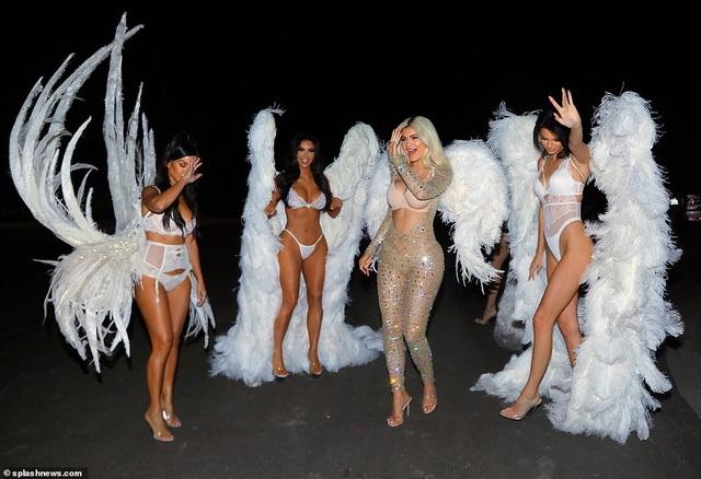 Chị em nhà Kardashians hóa thân thành thiên thần Victoria's Secret - 10
