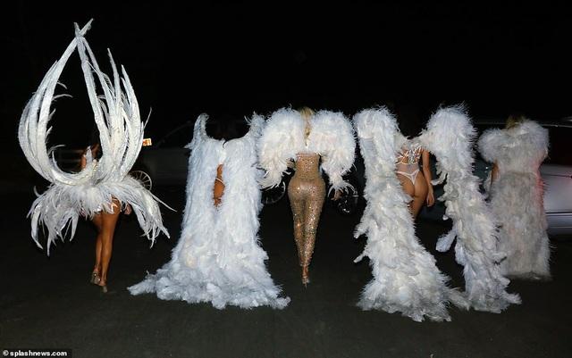 Chị em nhà Kardashians hóa thân thành thiên thần Victoria's Secret - 12