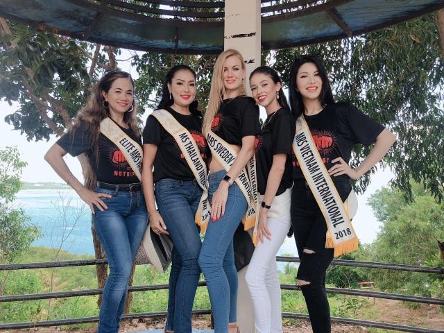 Loan Vương cùng các thí sinh tham gia các hoạt động trong khuôn khổ cuộc thi.