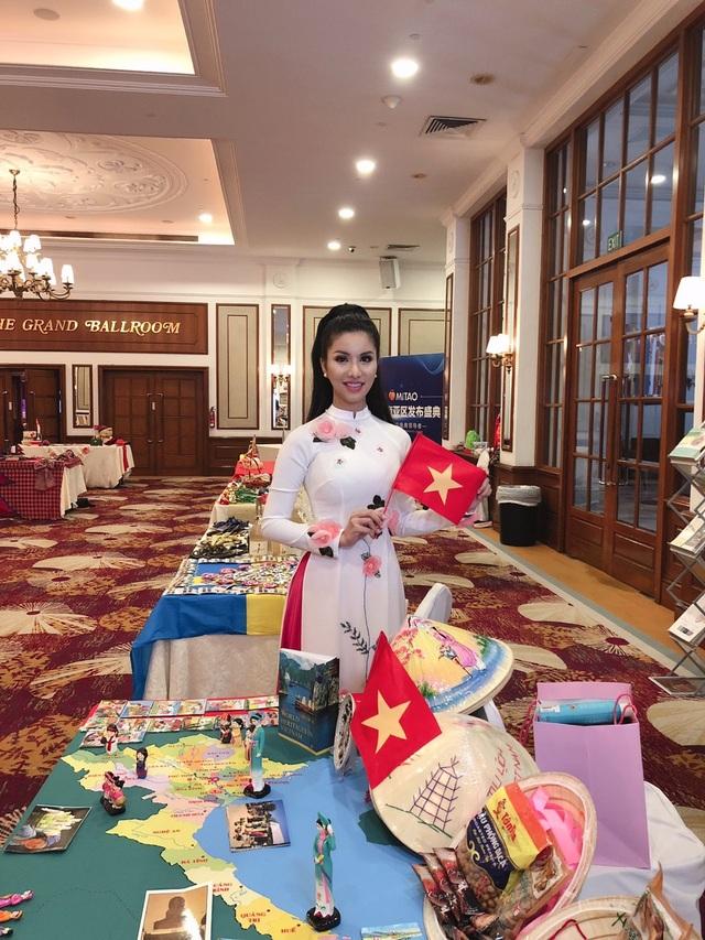 Loan Vương diện áo dài, nón lá giới thiệu về Việt Nam tại Mrs International 2018 - 4