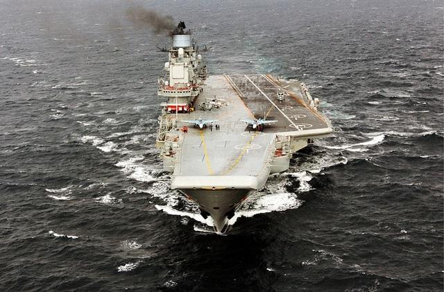 Đô đốc Kuznetsov là tàu chiến lớn nhất và cũng là tàu sân bay duy nhất của Hải quân Nga. Tàu có thể chở theo 52 máy bay, trong đó có các máy bay chiến đấu MiG-29K, Su-33, trực thăng Ka-27, máy bay Su-25 UTG/UBP.