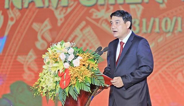 """Ông Nguyễn Đắc Vinh - Bí thư Tỉnh ủy Nghệ An đã ôn lại truyền thống vẻ vang của """"Tọa độ lửa anh hùng""""."""