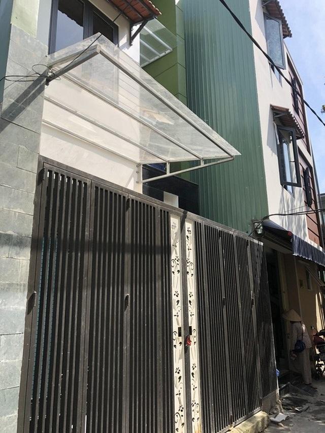 Hiền thuê lại tầng trệt của ngôi nhà nằm tại K382 Hùng Vương để hoạt động spa chui khiến một phụ nữ suýt mất mạng