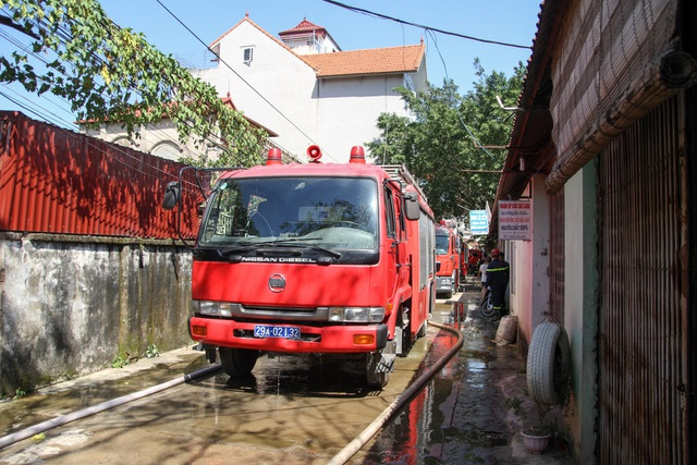Xe cứu hỏa tại hiện trường.