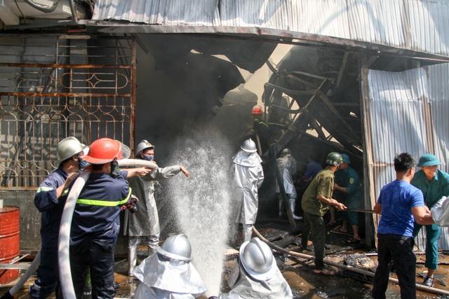 Hà Nội: Cháy lớn tại xưởng chế biến gỗ rộng 100m2 - 10
