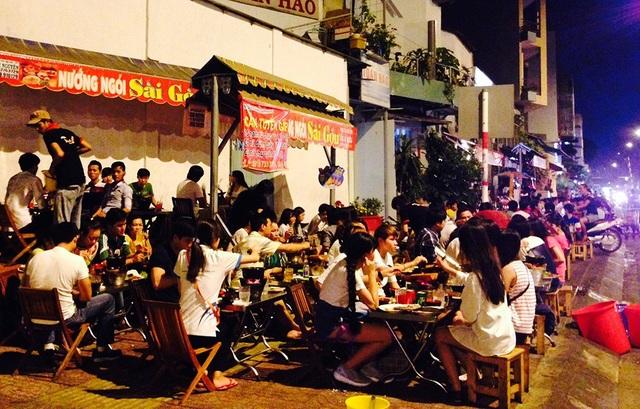 35% chi phí của hàng tháng của người Việt là dành cho ăn uống (ảnh minh hoạ: Trung Kiên)