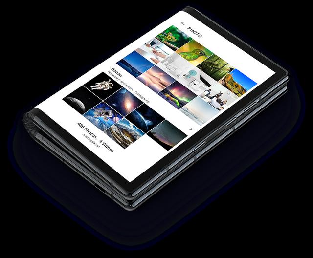 Khi gập lại FlexPai có 2 màn hình ở 2 bên, nhưng sản phẩm không thực sự bằng phẳng gây bất tiện khi sử dụng