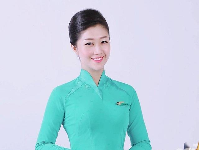 Nam Phương duyên dáng trong bộ trang phục tiếp viên hàng không