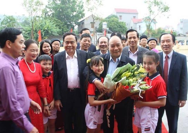 Thủ tướng dự Ngày hội Đại đoàn kết toàn dân tộc tại huyện vừa đạt nông thôn mới - 1