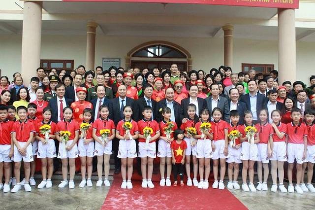 """Thủ tướng chúc mừng, biểu dương những kết quả tốt đẹp trong cuộc vận động """"Toàn dân đoàn kết xây dựng nông thôn mới, đô thị văn minh"""" của cán bộ và nhân dân toàn tỉnh, toàn huyện Việt Yên."""