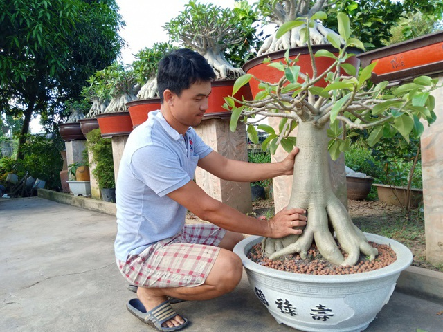 Theo anh Duy Phong, dân chơi sứ chân dài chủ yếu là mua từ Thái Lan, còn làm ra cây sứ này anh là người tiên phong ở Việt Nam
