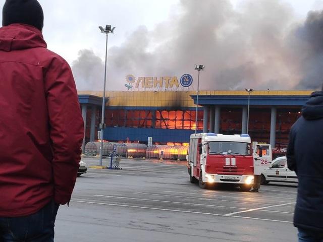 Khoảng 50 nhân viên cứu hỏa, cùng các phương tiện, đã được huy động để dập tắt ngọn lửa. Đám cháy được khống chế sau khoảng 2 giờ.