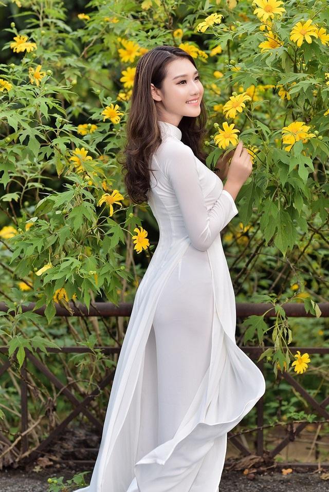 Thiếu nữ đất Cố đô khoe sắc bên hoa dã quỳ đầu mùa - 12