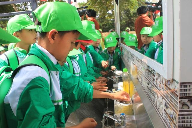 Học sinh vùng sâu vùng xa được hưởng nguồn nước sạch do dự án mang lại