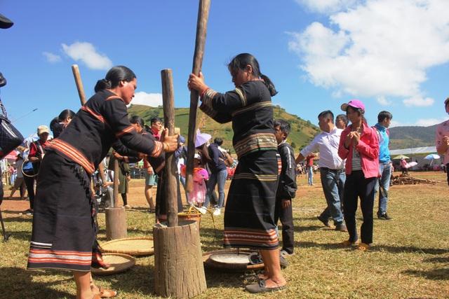 Khôi phục lại những nét truyền thống của người dân bản địa