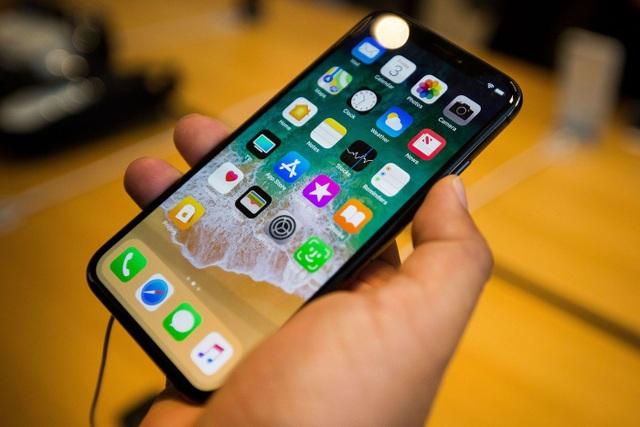 Apple sửa miễn phí cho người dùng iPhone X và MacBook Pro 13 inch - 1