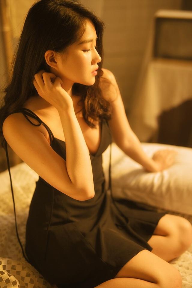 Từ thời mới nổi tiếng, Kiều Trinh đã gắn liền với các nick-name như là hot girl trà sữa, cô gái trong tranh... nhờ sở hữu vẻ đẹp hài hoà, trong sáng.