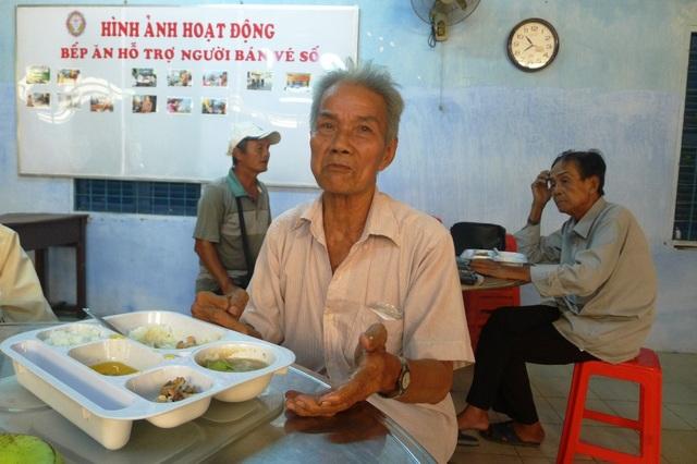 Ông Nguyễn Văn Vui bức xúc kể về những lần ông bị giật, đổi vé số giả.