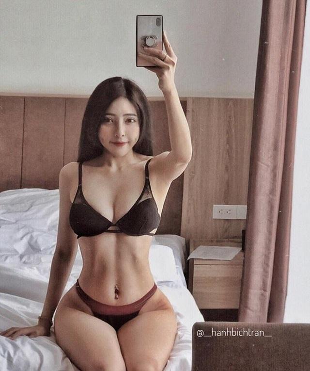 Không dễ dàng gì để có được rãnh bụng sâu hoắm như hot girl phòng gym Hà thành - Bích Hạnh này.