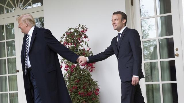 Tổng thống Trump và người đồng cấp Pháp Macron. (Ảnh: RT)