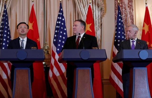 Giới chức Mỹ và Trung Quốc trong cuộc họp báo chung sau đối thoại an ninh, ngoại giao ngày 9/11. (Ảnh: Reuters)