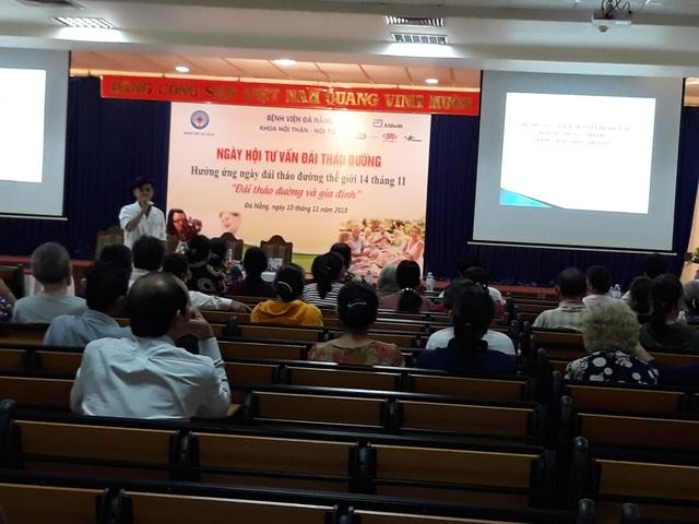 Bác sĩ Bệnh viện Đà Nẵng tư vấn cho các bệnh nhân đái tháo đường