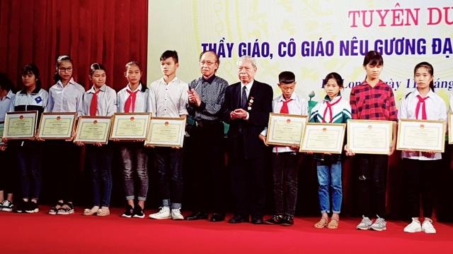 Hội Khuyến học tỉnh Quảng Ninh đã luôn nỗ lực để các em học sinh nghèo có điều kiện đến trường và học tập tốt.