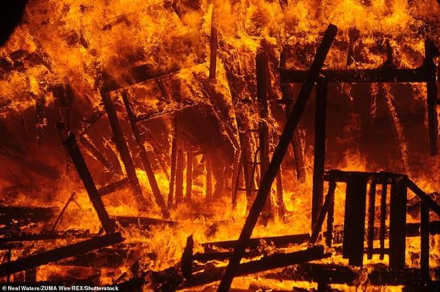 Độ ẩm thấp, gió nóng khiến lửa lan ra với tốc độ nhanh chóng (Ảnh: Shutterstock)