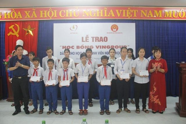 Học bổng hiếu học của Vingroup dành tặng HSSV Quảng Trị.