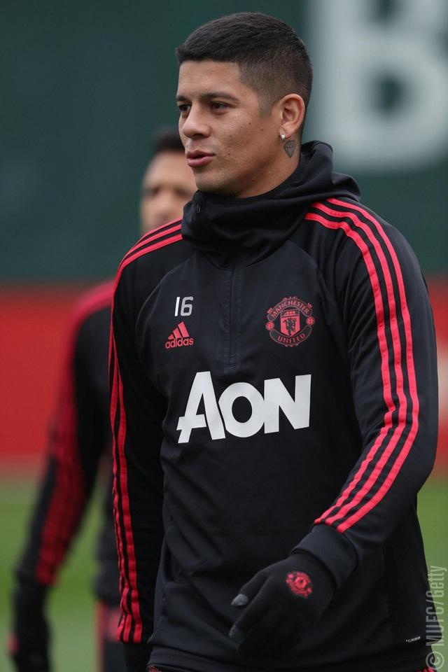 Rojo cũng đã trở lại tập luyện nhưng hậu vệ người Argentina không có được sự tin tưởng của Mourinho
