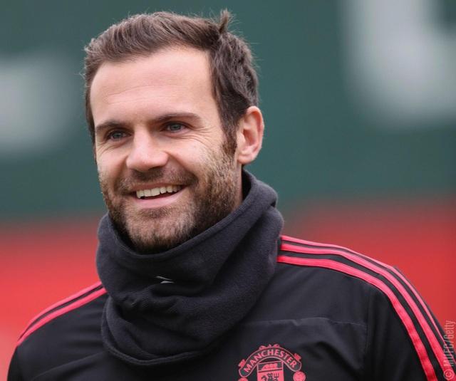 Mata trên sân tập, tiền vệ người Tây Ban Nha đang đứng trước những tin đồn sẽ rời Man Utd miễn phí vào mùa Hè sang năm