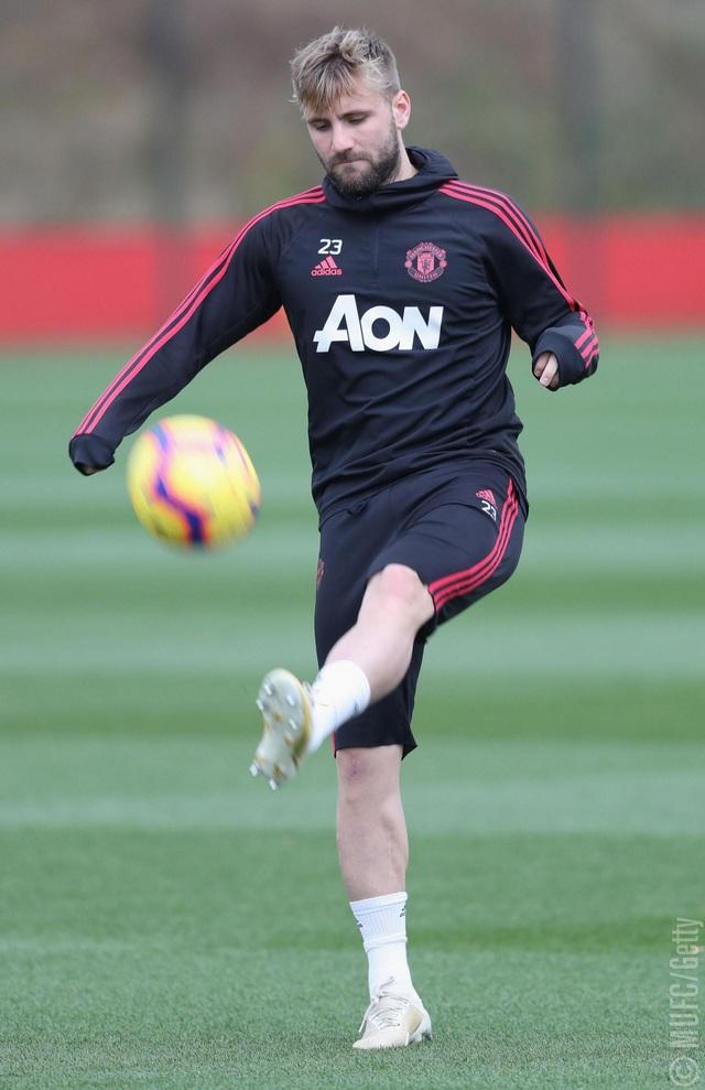 Luku Shaw tâng bóng trên sân tập, cầu thủ người Anh đã chiếm được vị trí đá chính ở cánh trái của Man Utd