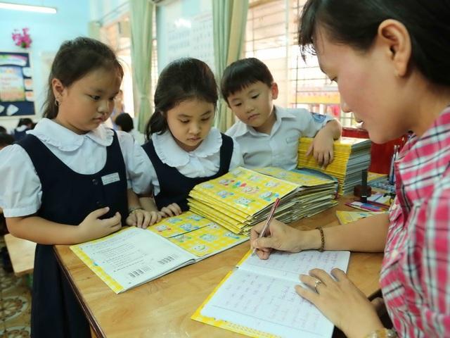 Theo Nghị quyết 29, tiến tới giáo viên tiểu học phải có trình độ từ ĐH trở lên.