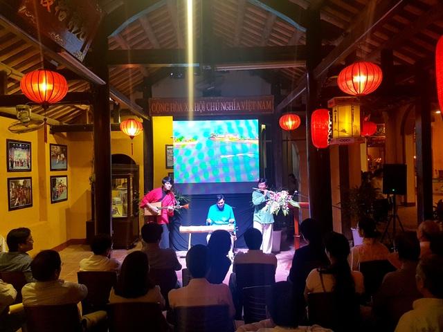 """Giai điệu của các nhạc cụ dân tộc trong đêm kỷ niệm 1 năm khai trương """"Không gian văn hóa Việt Nam - Nhật Bản"""""""