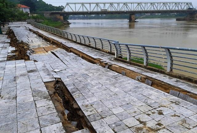 Công trình này dù được sửa chữa nhiều lần nhưng chưa được bao lâu lại xuống cấp với mức độ ngày càng trầm trọng.