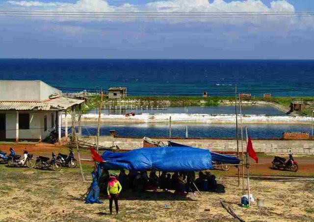 Người dân lo lắng dự án sẽ gây ô nhiễm ảnh hưởng đến cá, tôm nuôi của dân.