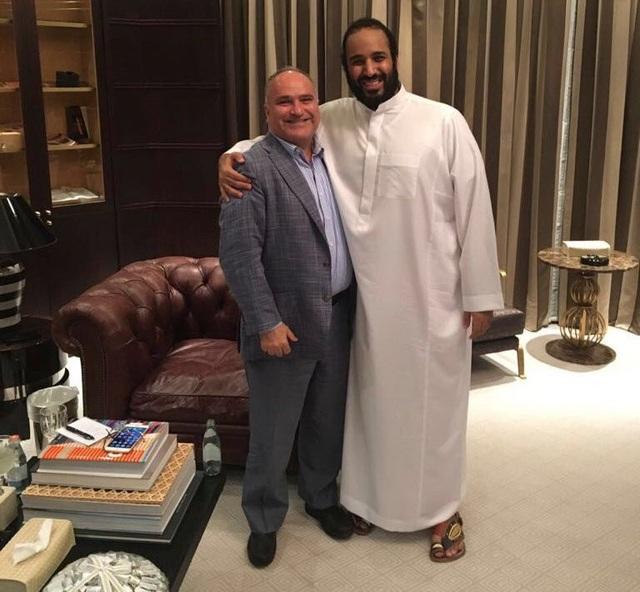 Doanh nhân George Nader và Thái tử Mohammed. Ông Nader đã sắp xếp các cuộc gặp giữa các công ty tư nhân và quan chức Ả rập Xê út. (Ảnh: New York Times)