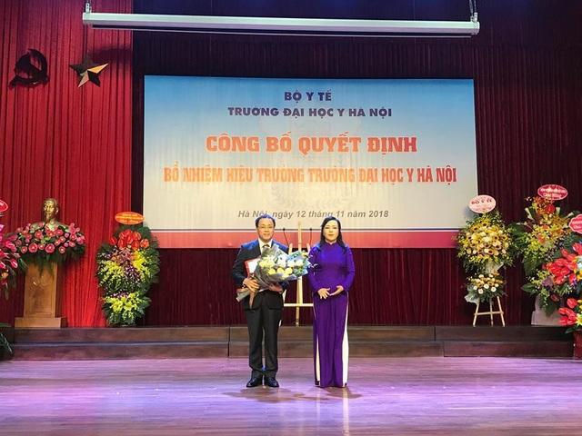 Bộ trưởng Bộ Y tế trao quyết định bổ nhiệm Hiệu trưởng trường ĐH Y Hà Nội tới GS.TS Tạ Thành Văn