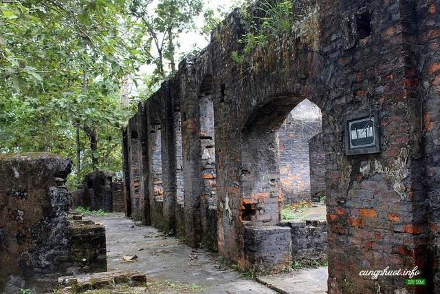 Khu di tích lịch sử Căng Bắc Mê có khung cảnh rêu phong, trầm mặc. Ảnh: NG Nguyễn