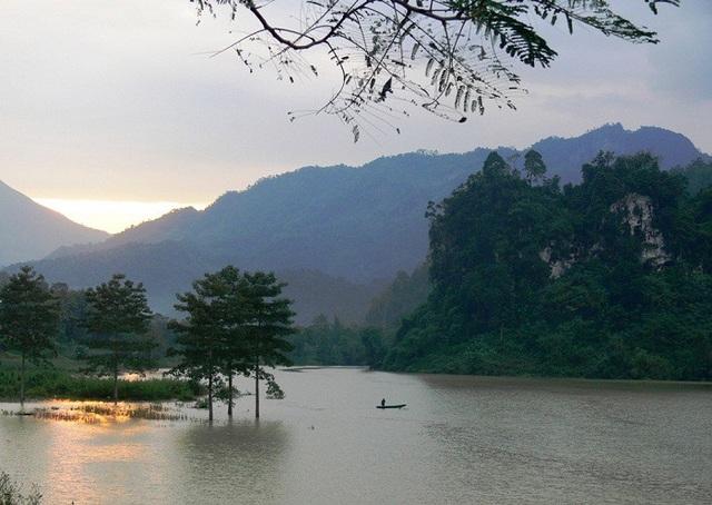 Vẻ đẹp nên thơ của dòng sông Gâm hiền hòa
