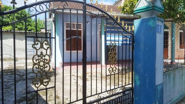 Ngôi nhà của ông Hợp ở đã khóa trái cửa vài ngày qua.