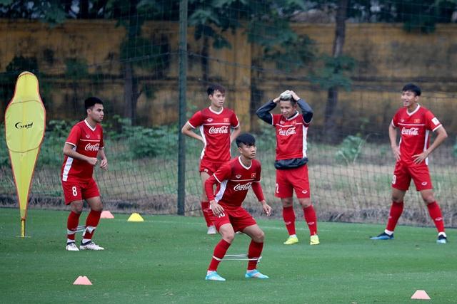 Các tuyển thủ gặp khó khăn trong việc kiếm vé cho người thân trận Việt Nam-Malaysia