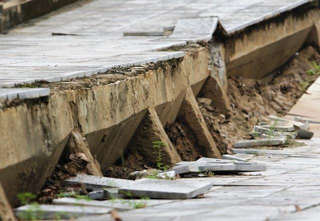 Hiện, đơn vị quản lý là Chi cục Đê điều và Phòng chống lụt bão Thanh Hóa đang tiếp tục khảo sát để đưa ra hướng điều chỉnh, sửa chữa công trình này.