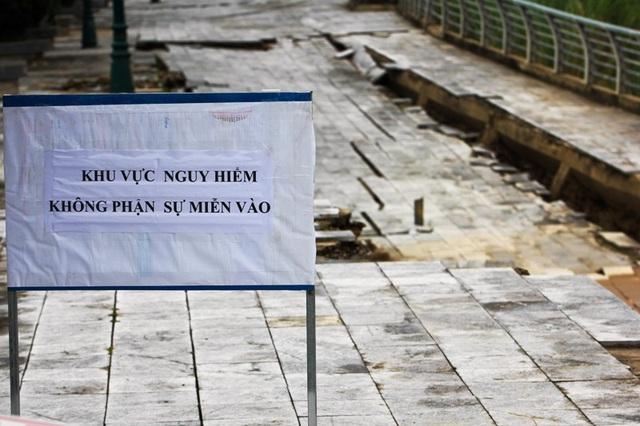 Chính quyền địa phương cắm biển cảnh báo nguy hiểm.