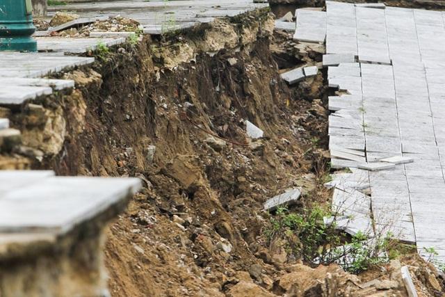 Cung sụt có chiều sâu từ 0,2 - 2 m; điểm sụt gần nhất cách chân đê sông Mã 3,9 m.