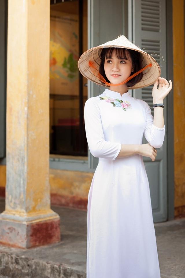 Mạc Thùy Dương là nữ sinh trường ĐH Sư phạm Hà Nội.