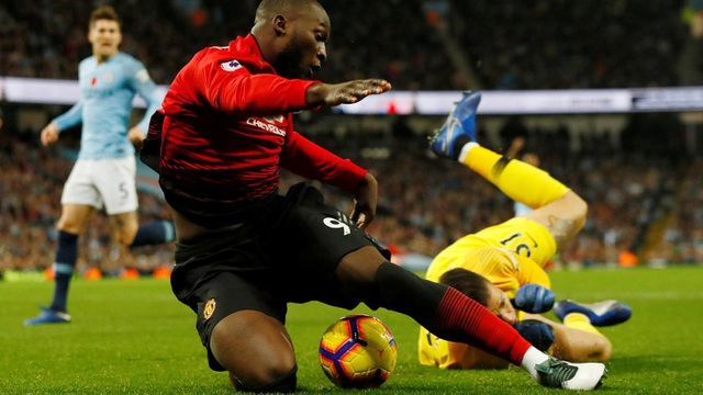 Luakaku mang về cho Man Utd một quả phạt đền