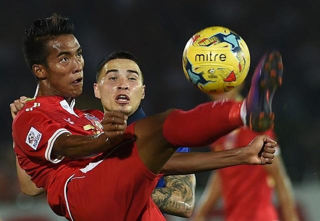 Maung Maung Lwin (áo đỏ) tự tin Myanmar sẽ thành công ở AFF Cup 2018