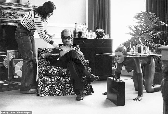 Nam ca sĩ Elton John hồi thập niên 1970.